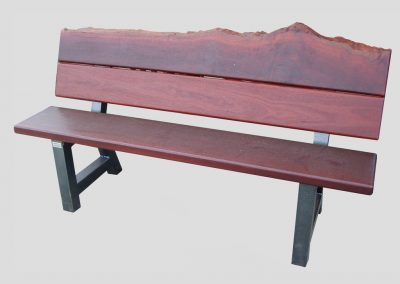 Bench seat with 2-piece backrest with natural features