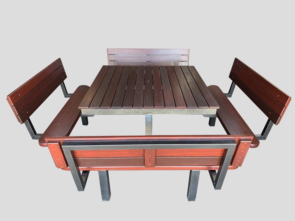 8 Seater Deluxe Table